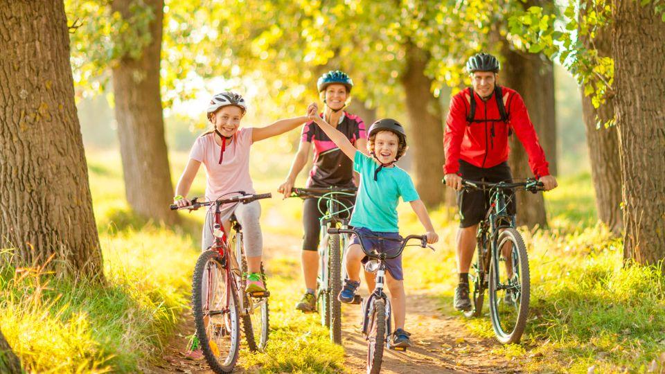 ورزش خانوادگی فواید تبدیل ورزش به بازی چگونه انگیزه ورزشی را افزایش دهیم